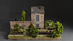 French house with backyard - 60x42x40cm (Figures and vehicles not included)